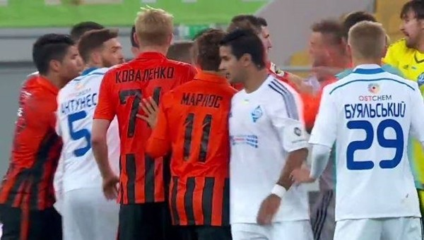 Dinamo Kiev - Shakhtar Donetsk maçında büyük olaylar - İZLE