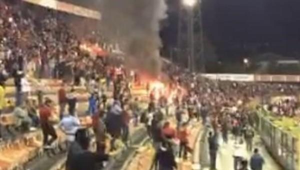 Eskişehirspor taraftarları Atatürk Stadyumu'nu yaktı - Süper Lig Haberleri