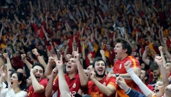 Galatasaraylı taraftarlardan büyük destek