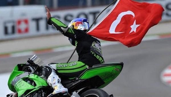 Kenan Sofuoğlu, Büyük Britanya GP'sinden zaferle ayrıldı
