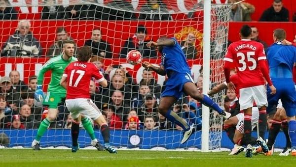 Leicester City şampiyonluk kutlamalarını erteledi