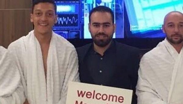 Türk oyuncu Umre'ye gitti