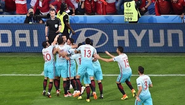 Burak Yılmaz'ın Çek Cumhuriyeti maçında golünden sonra ilginç olay