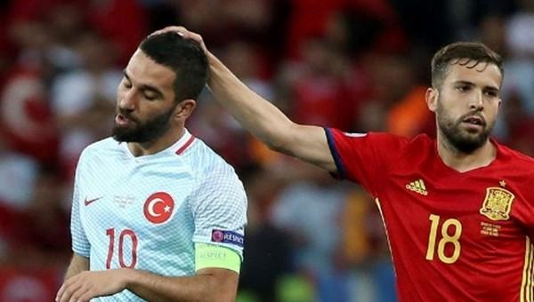 Arda Turan'a milli maçta şok protesto