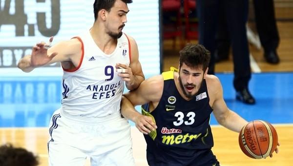 Fenerbahçe deplasmanda Anadolu Efes'i devirdi