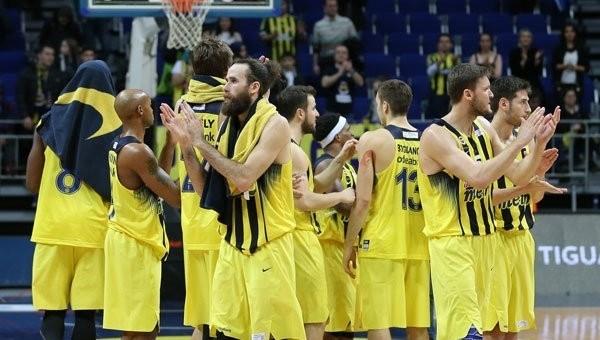 Fenerbahçe taraftarları Anadolu Efes'i alkışladı