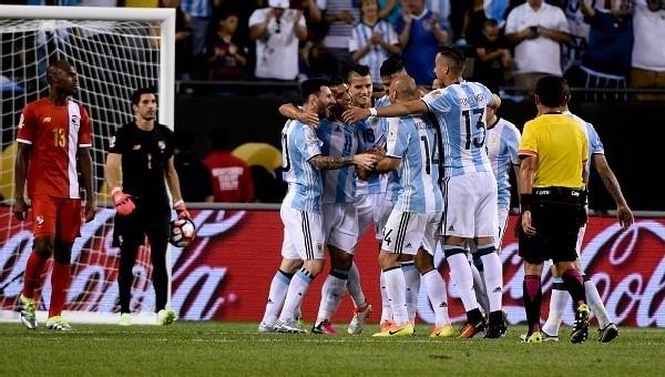 Arjantin, Panama'yı dağıttı! Messi şov yaptı