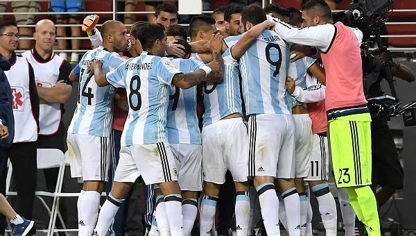 Copa America Haberleri: Arjantin, Şili'yi devirdi (Arjantin Şili maç özeti)
