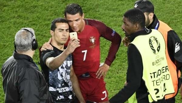 Cristiano Ronaldo'nun özçekimi Portekiz'i yaktı