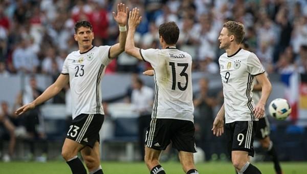 Lukas Podolski ve Mario Gomez'li Almanya'dan net galibiyet