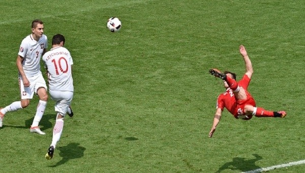 Euro 2016 İsviçre - Polonya Shaqiri'nin rövaşata golü (İZLE)