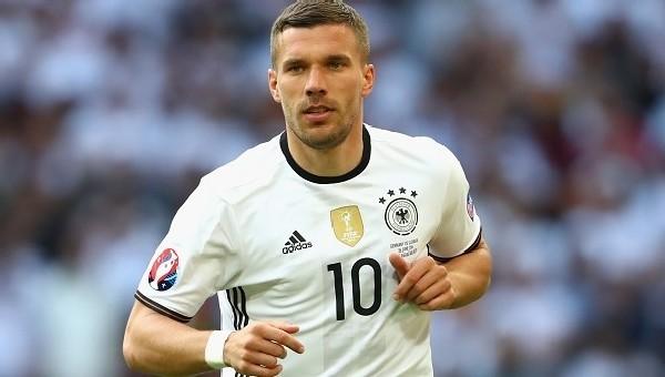 Lukas Podolski'den UEFA'ya sert eleştiri