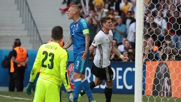 Mario Gomez'i tarihe geçiren gol - İZLE