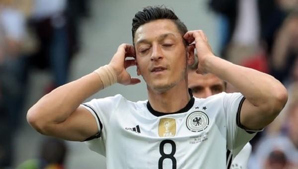 Mesut Özil'in Almanya - Slovakya maçında kaçırdığı penaltı