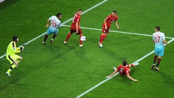 The Guardian, İspanya'nın golünü Burak Yılmaz'a yazdı