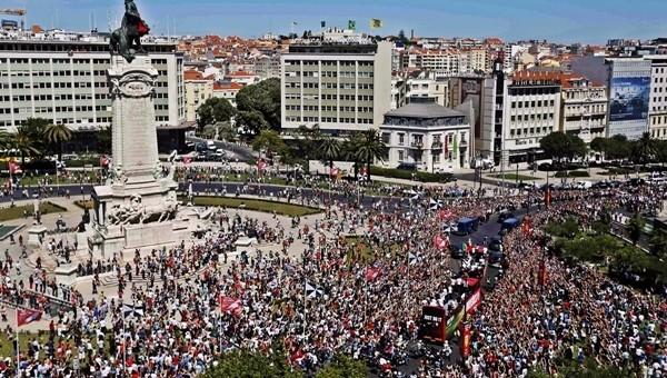 Avrupa şampiyonu, Portekiz'de coşkuyla karşılandı