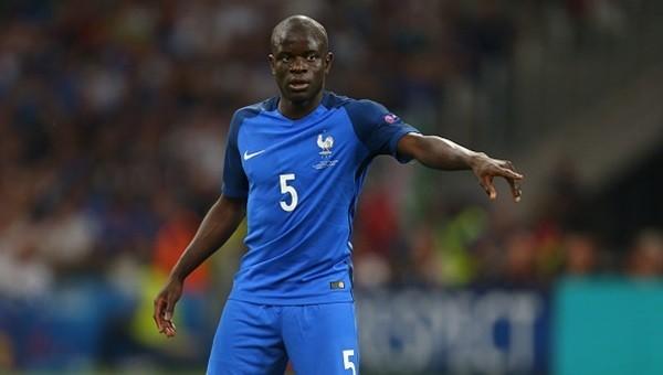 Chelsea, Leicester City'den N'Golo Kante'yi transfer etti