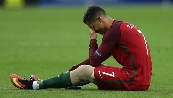 Cristiano Ronaldo EURO 2016 finalinde sakatlandı, gözyaşlarını tutamadı