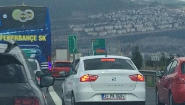 Fenerbahçe yolda kaldı, polis kurtardı