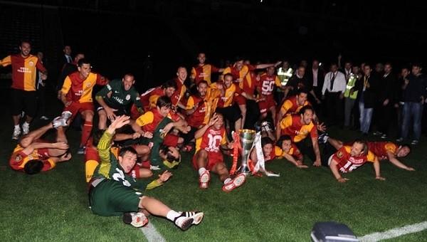 Fenerbahçe'ye kupa seramonisi göndermesi