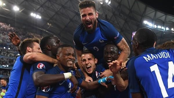 Fransa, Almanya'dan tarihin öcünü aldı!