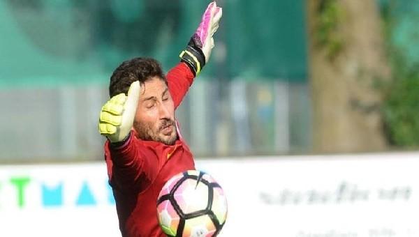 Galatasaray'da Sabri kaleye geçti, alkış aldı