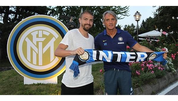 İnter Haberleri: Caner Erkin, Roberto Mancini ile poz verdi