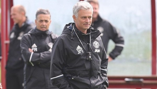 Jose Mourinho ilk maçında Wigan Athletic'i rahat geçti