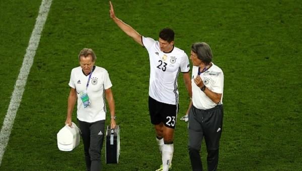 Mario Gomez Almanya - İtalya maçında sakatlandı - Mario Gomez'in sakatlığı ciddi mi?
