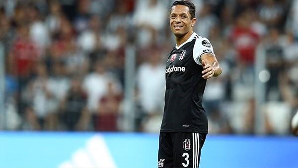 Adriano'dan Beşiktaş ve Barcelona kIyaslaması