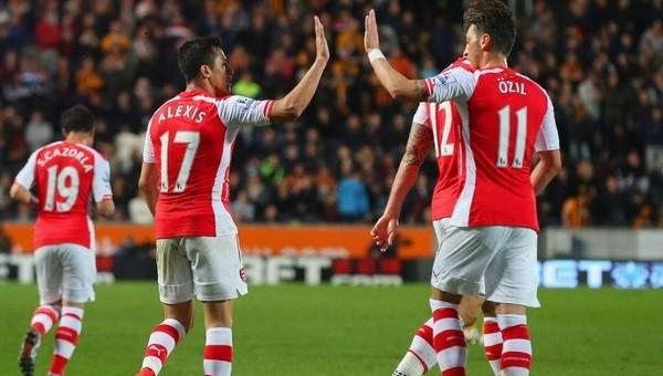 Arsene Wenger'den Mesut Özil ve Alexis Sanchez müjdesi