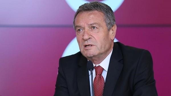 Galatasaray yönetimi takdir bekliyor