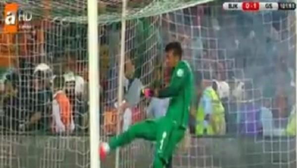 Galatasaraylı taraftarlar Muslera'yı çıldırttı
