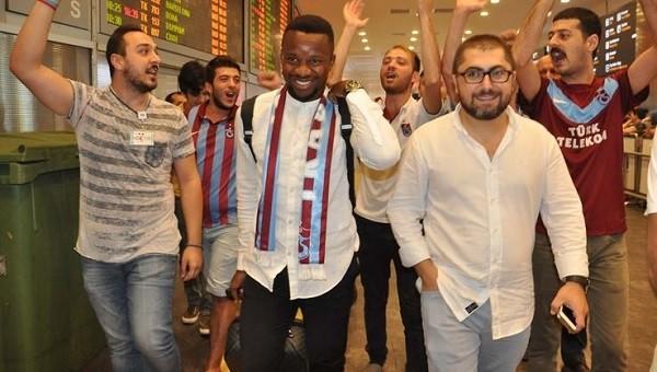 Trabzonspor'un yeni transferi Onazi imzaladı