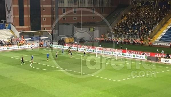 Fenerbahçe taraftarları takımlarını tribüne çağırdı