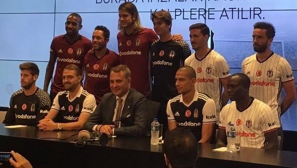 Beşiktaş'tan toplu imza töreni