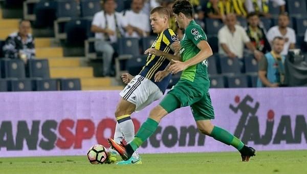 Fenerbahçe taraftarından futbolculara ıslık