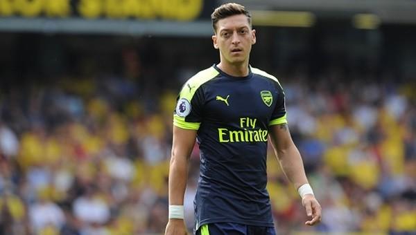 Mesut Özil, Arsenal ile masaya oturuyor