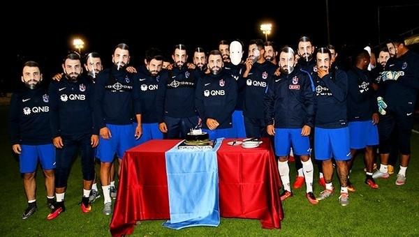 Mustafa Yumlu'ya maskeli kutlama
