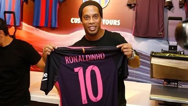 Ronaldinho: '1 yıl daha oynamak istiyorum'