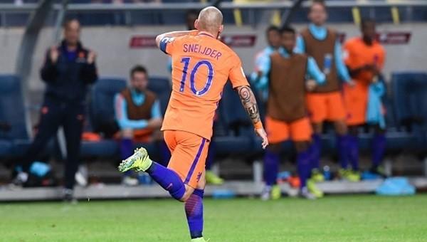 Hollanda bir puanı Sneijder'le kurtardı (İZLE)