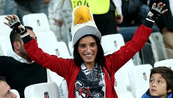 Beşiktaş taraftarı Napoli biletlerini tüketiyor