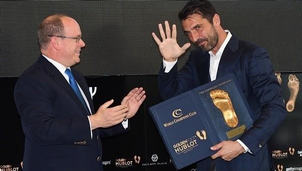 Gianluigi Buffon'a 'Altın Ayak' ödülü
