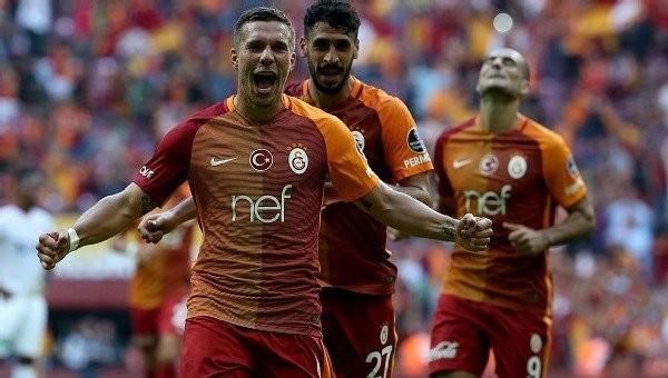 Lukas Podolski'den basketbol takımına destek