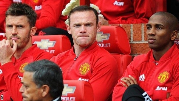 Manchester United en az 7 değişiklik yapacak