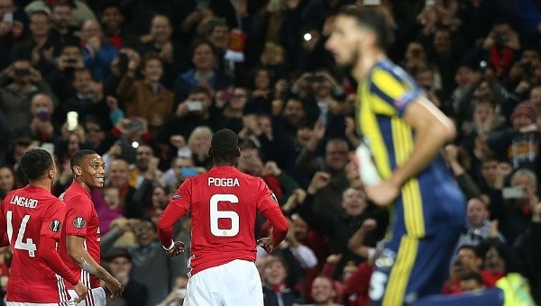 Fenerbahçe taraftarlarından Manchester United yönetim istifa sesleri