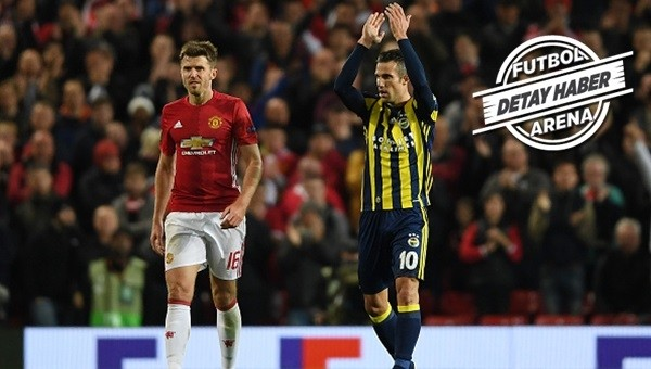 Robin van Persie Old Trafford'a golle döndü