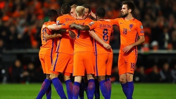 Sneijder 45 dakika oynadı, Hollanda kazandı