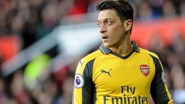 Arsenal'den Mesut Özil'e yeni sözleşme