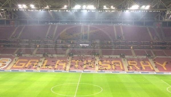 Bursaspor taraftarı TT Arena'daki tezahüratları bastırdı